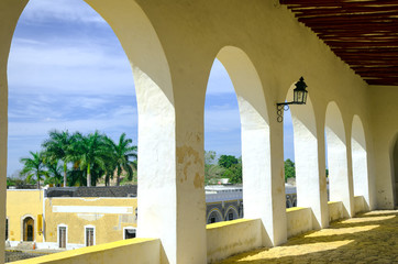 Fototapete - Town view from the Monastery in Izamal