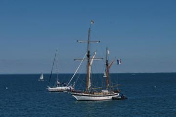 NOIRMOUTIER : bateau sur la mer