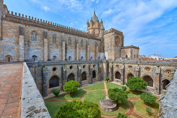 Foto op Aluminium Monument Vista del Claustro Gótico de la Catedral de Évora, Alentejo, Portugal