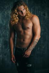 Photo sur Aluminium Akt muscular athletic man