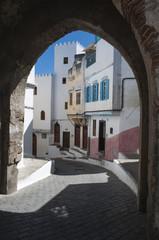 Foto op Canvas Marokko Marocco: i vicoli stretti di Tangeri, la città della costa del Maghreb famosa per il suo mix di culture, per secoli porta d'accesso dell'Europa all'Africa
