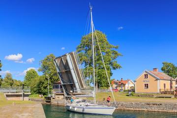 Schiff auf dem Götakanal in Motala