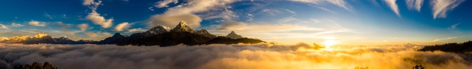 Foto auf Gartenposter Gebirge ヒマラヤ山脈の夜明け