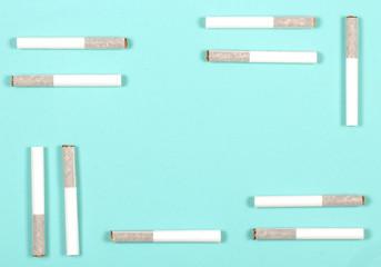 сигареты папиросы лежат на столе есть место для надписи