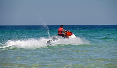 водный мотоцикл средиземное море