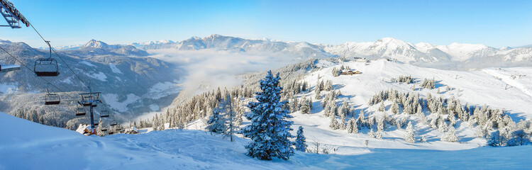 Foto auf Gartenposter Gebirge Ski lift mountain winter panorama