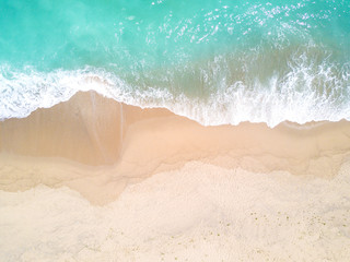 Spoed Foto op Canvas Strand Aerial view of sandy beach and ocean with waves