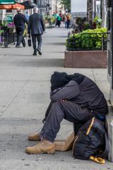 Obdachloser an Straßenrand, Chicago, USA