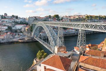 Le pont Dom-Luís sur Douro traversant la ville de Porto