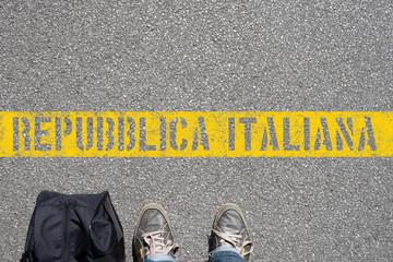 Ein Mann an der Grenze zu Italien