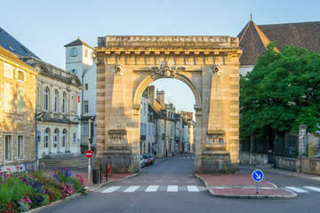 Fototapete - Gate at the Entrance of Beaune - France