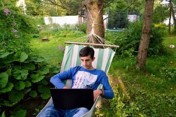 Картинки по запросу работа с ноутбуком на природе