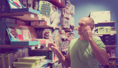 Glad man in front of difficult choice in store