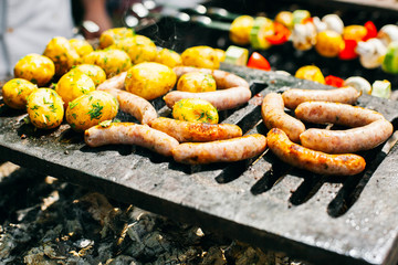 Sausages and potatoes on the fire