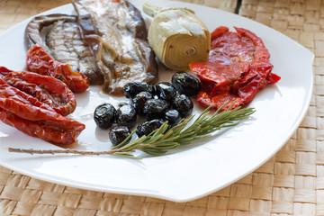 Recess Fitting Appetizer Italienisches Antipasti, Oliven, Tomaten, Rosmarin