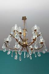 lustre ancien six branches en cristal et bronze doré avec pampilles