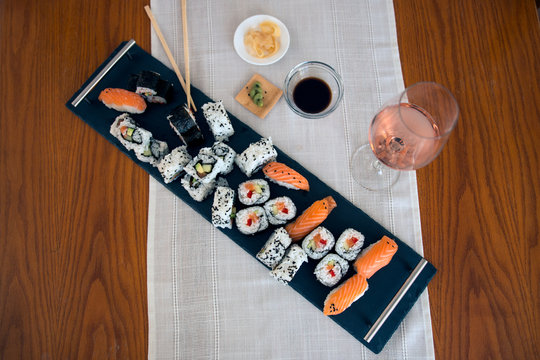 Platter with sushi and nigiri served with rose wine