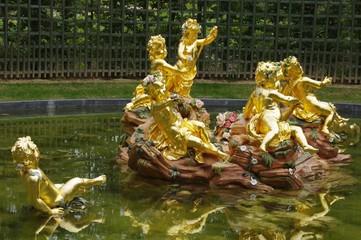 Foto auf Gartenposter Fontane Bassin des enfants dorés