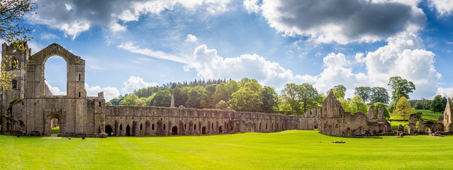 Foto op Aluminium Noord Europa Fountains Abbey Ripon in North Yorkshire