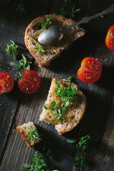 Bread with olive oil and tomatoes
