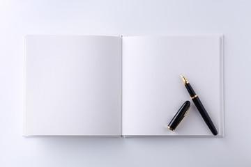 白紙のノートに万年筆