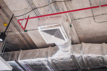 Ceiling air duct in large shopping mall