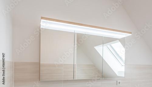 Moderner Bad Spiegelschrank Mit LED Beleuchtung