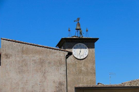 Mauer und Turm in Orvieto