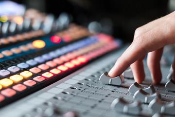Tonstudio, Hand an Schieberegler