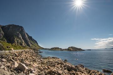 Ufer bei Henningsvær, Lofoten, Norwegen