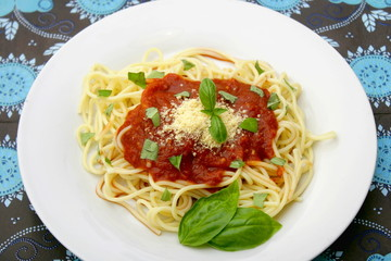Spagettis mit Tomatensauce