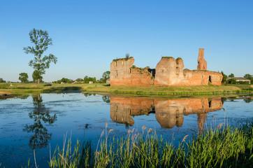 Besiekiery, ruiny gotyckiego zamku