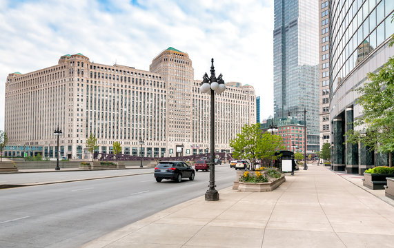 Merchandise Mart, is a commercial building located in the downtown of Chicago, Illinois, USA