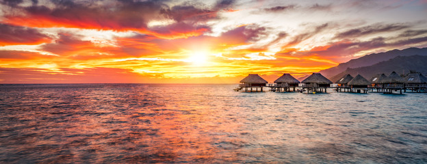 Sonnenuntergang auf einer einsamen Insel im Pazifik