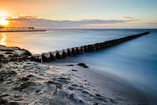 Sinkende Sonne am Strand von Heiligenhafen