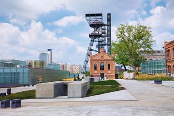 Obraz Katowice, krajobraz przemysłowy, stary szyb kopalniany - fototapety do salonu