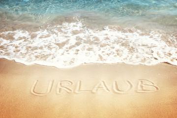 Urlaub geschrieben auf dem Sand