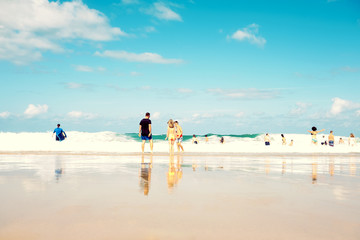 vacances été plage mer dans les vagues