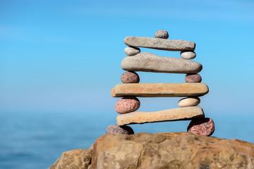 Pebbles in equilibrium