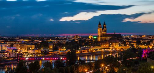Nächtlicher Blick über Magdeburg