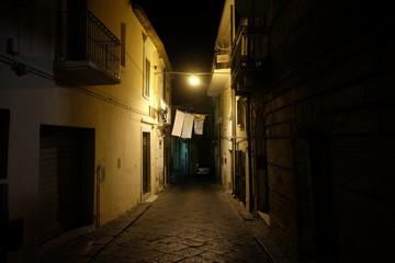 Photo sur Aluminium Ruelle etroite Alley at night