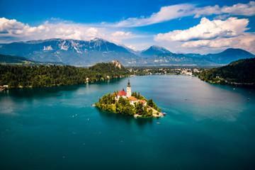 Zelfklevend Fotobehang Groen blauw Slovenia - resort Lake Bled.
