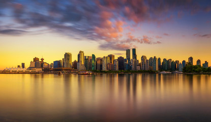 Fototapete - Sunset skyline of Vancouver downtown from Stanley Park