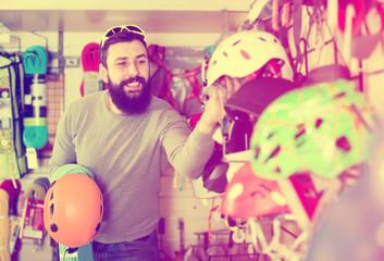 Man deciding on new helmet