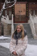 photo blonde girl in winter