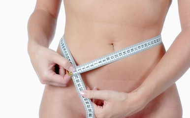 frau mit maßband misst taile BMI
