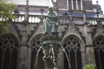utrecht netherlands statue