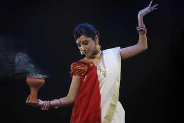 Bengali woman doing a Dhunuchi dance