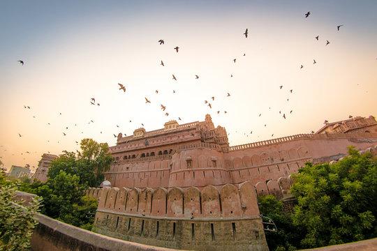 Fort Junagarh bei Sonnenuntergang - Bikaner in Indien