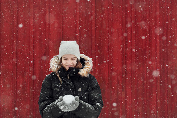 Young woman holding snowball